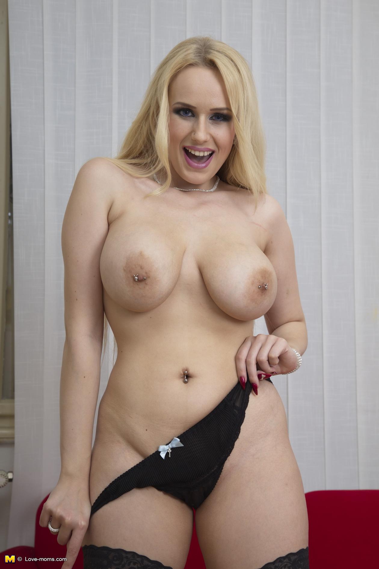 Nackt big mom Busty MILF