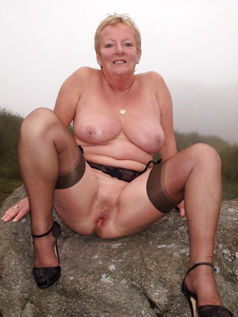 Nackt big mom Outdoor: 10,276