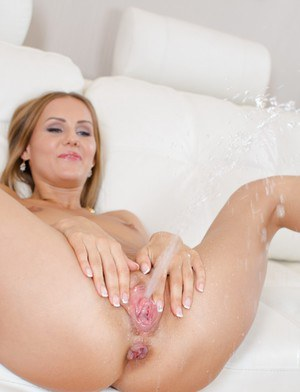 Naked wet pussy squirt