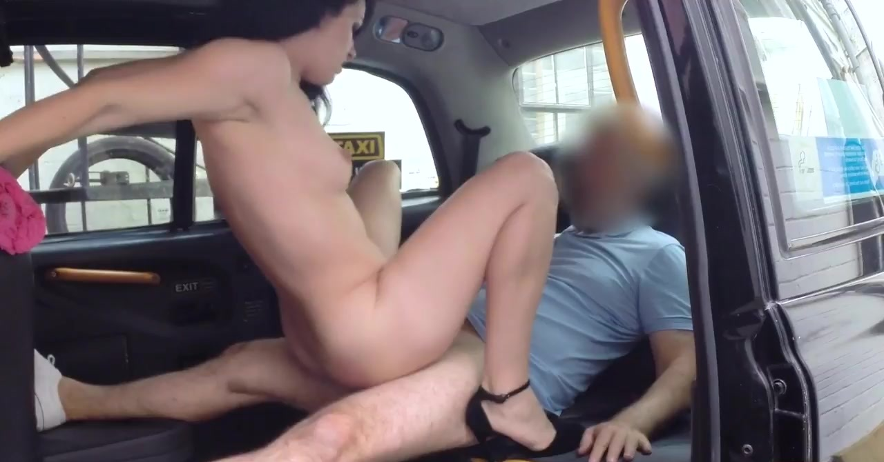 She Let Him Creampie On The First Date.