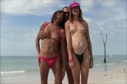 Booty transgender lick dick on beach