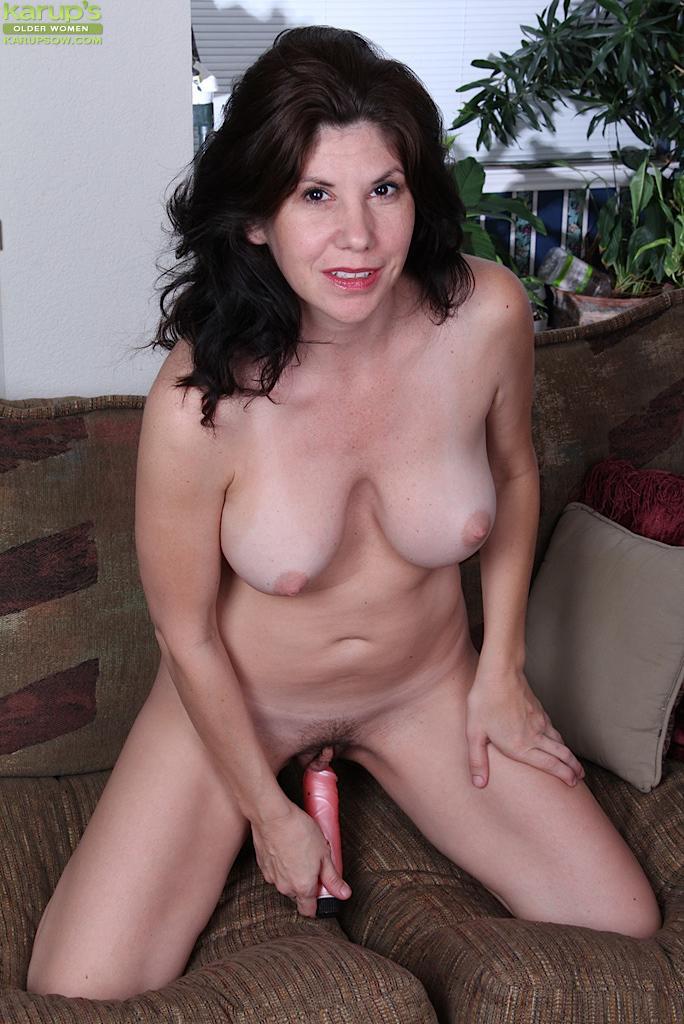 Sultan reccomend Nude busty mature women pics