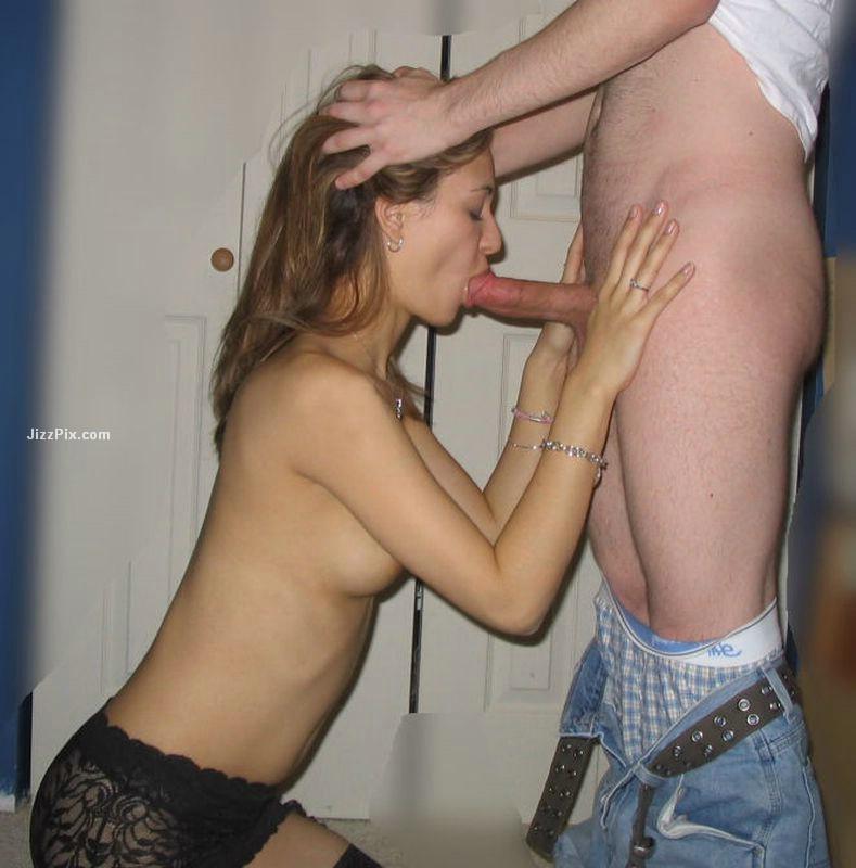 Sexy gf giving head