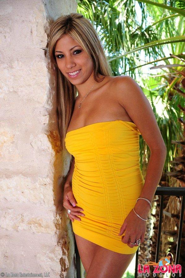 Latina yellow dress