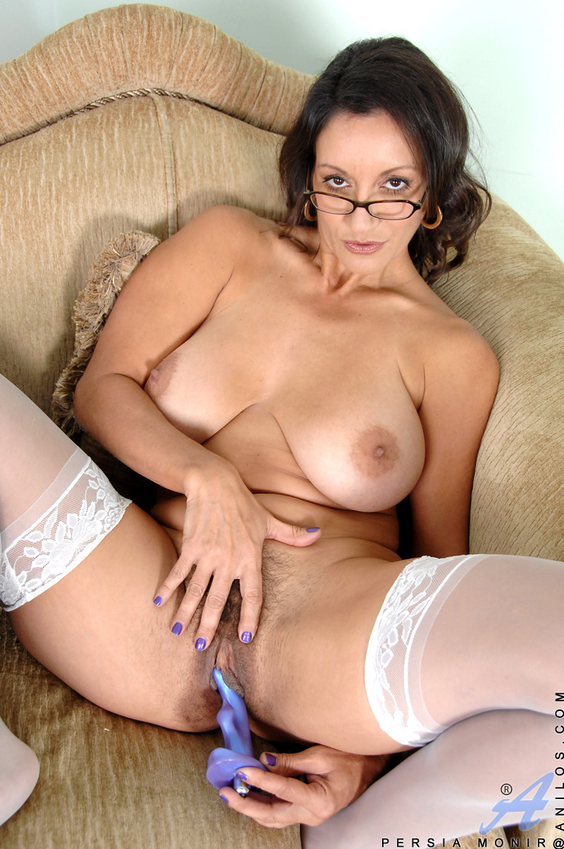 Twisty reccomend Sexy milf shows all