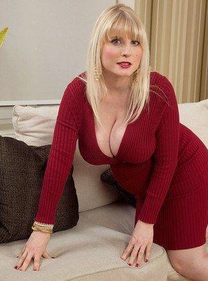 Nude busty mature women pics
