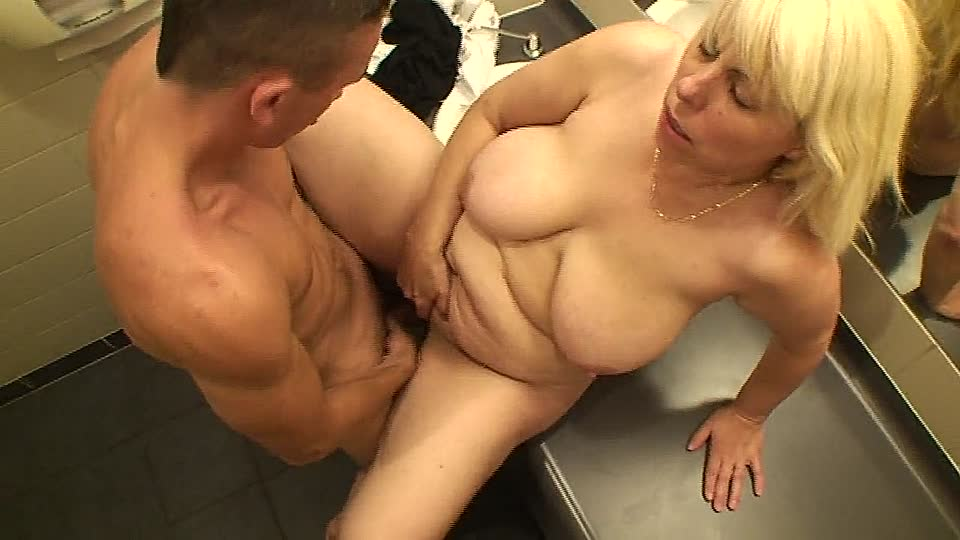 Young BBC gives petite white wife multiple orgasms.